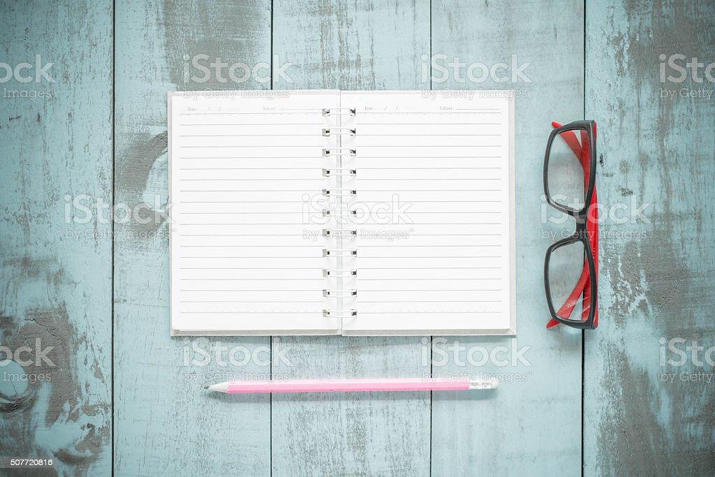 Fotografía de De Vuelta A La Escuela Concepto Libro Abierto Y ...