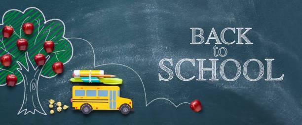 sarı okul otobüsü ile okul konsepti geri - back to school stok fotoğraflar ve resimler