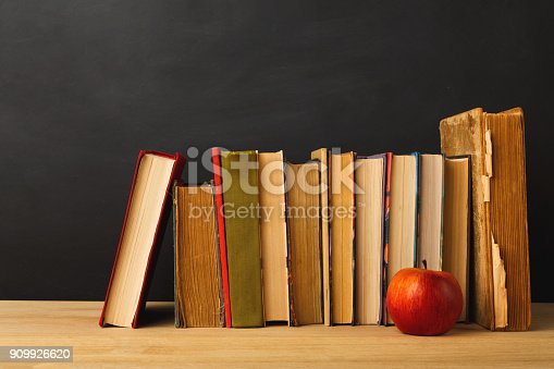 istock Back to school conceptual background 909926620