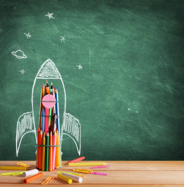 Back To School - Rocket Sketch On Blackboard - foto stock