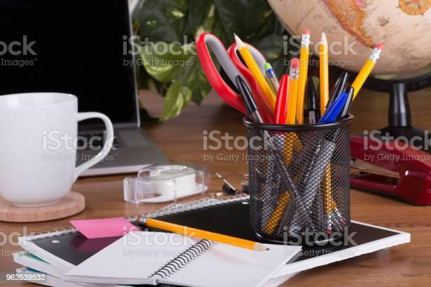 Foto de Voltar Para A Escola Fornece e mais fotos de stock de Aprender