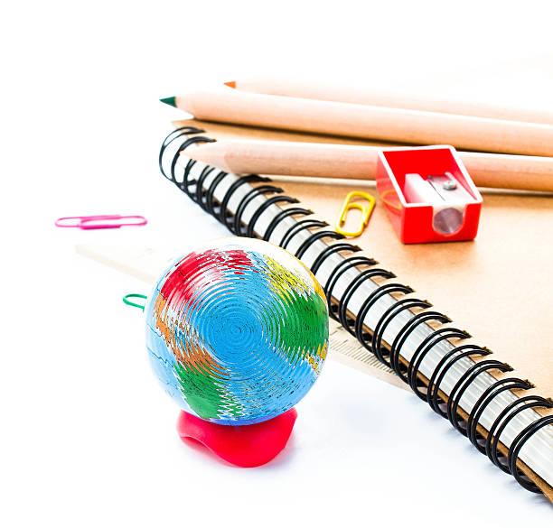 powrót do szkoły dostaw z akcesoriami. - back to school zdjęcia i obrazy z banku zdjęć