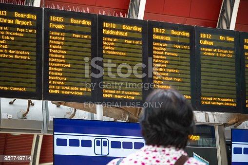 istock Canary Wharf Tube Station Platform 915124956 istock Long