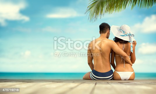 istock Back view of young couple on sea cost 475719216