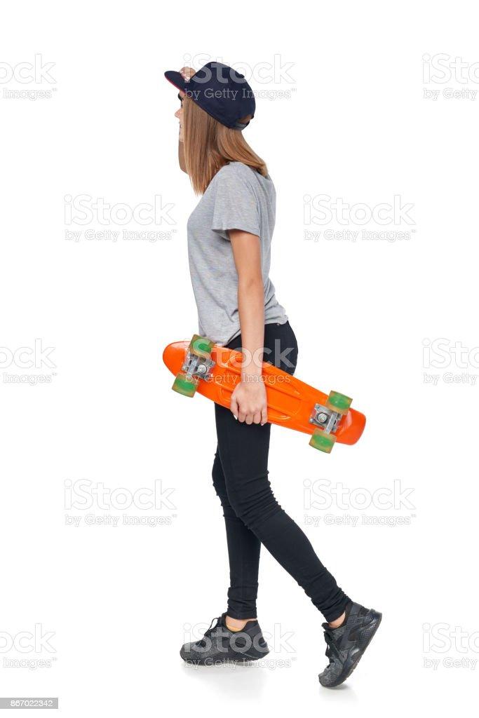 Rückansicht Teengirl in voller Länge mit Skateboard – Foto