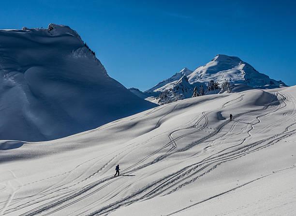 les skieurs de fond - mont baker photos et images de collection