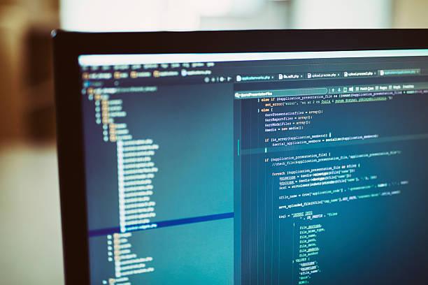 backend sourcecodes auf Computerbildschirm – Foto