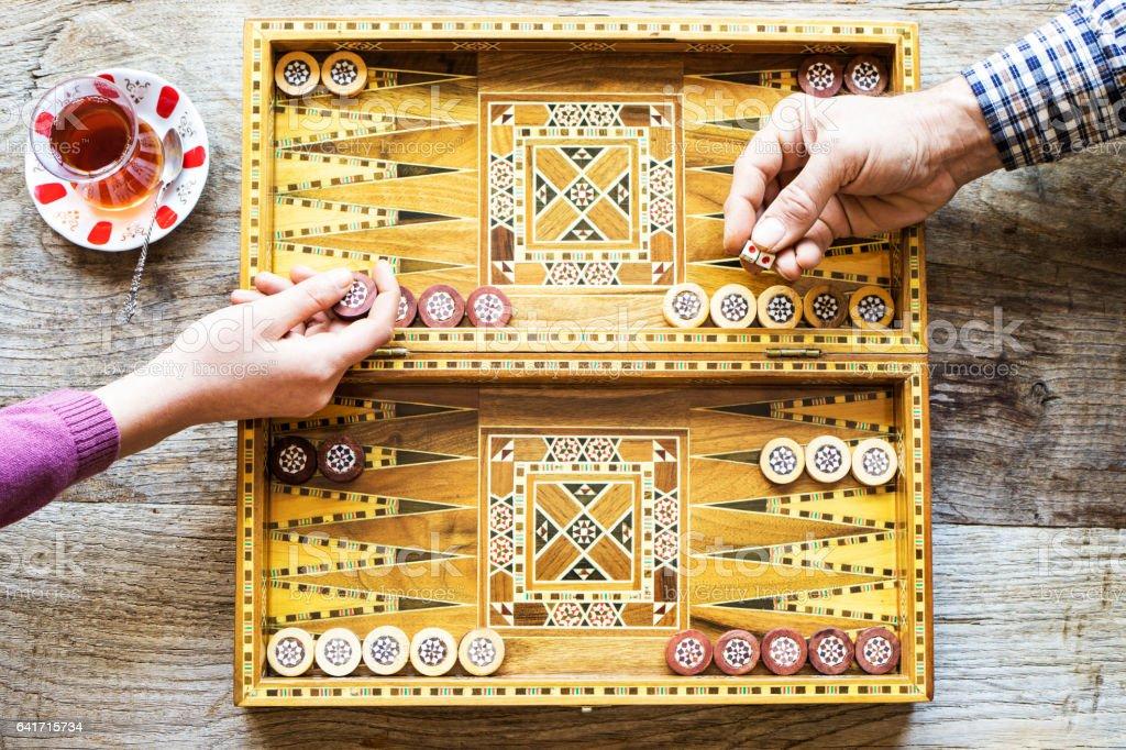 Jeu de Backgammon et deux dés - Photo