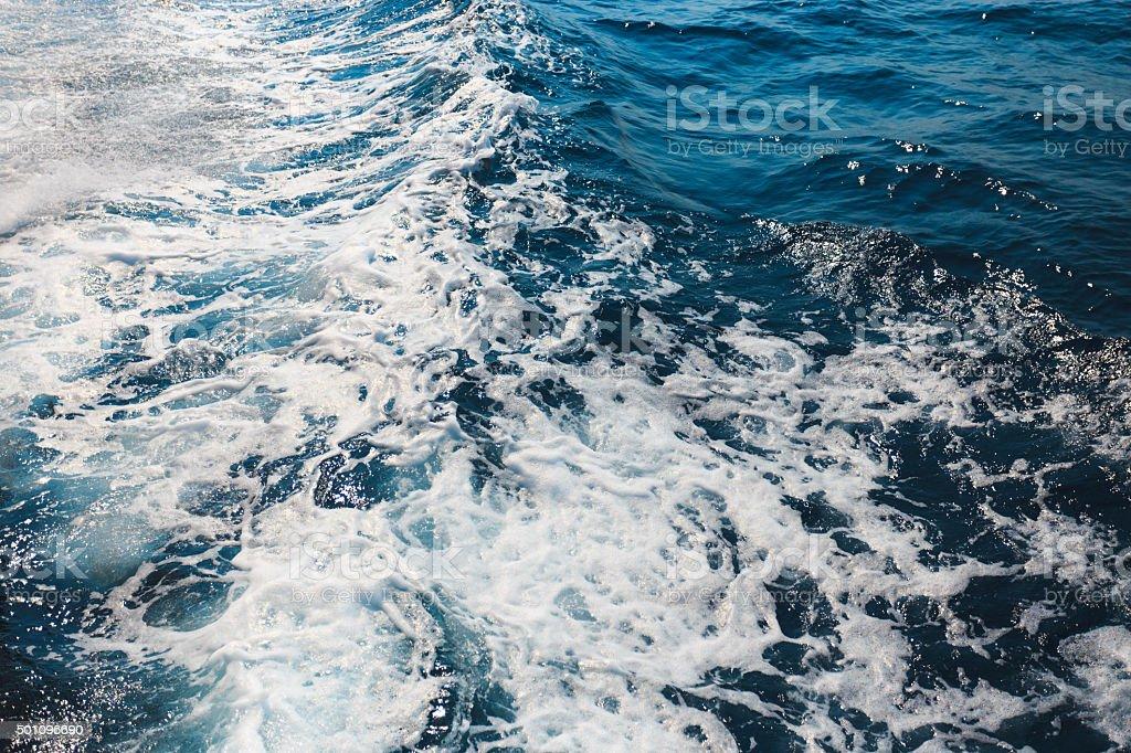 Hintergrund Blau Wellen mit Schaum-tagsüber – Foto