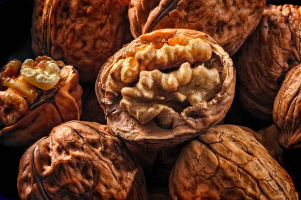 Gros plan de fond de noix ouvrantes et fermantes - Photo