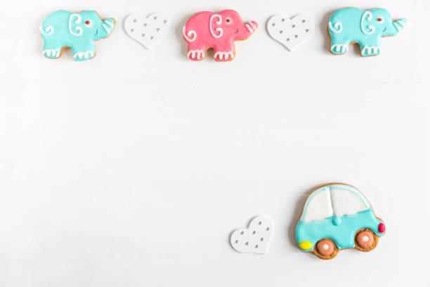 hintergrund für ein banner mit elefanten und auto. kinder-banner. rahmen für grußkarte neugeborenen jungen. leer für kindisch banner design mit lebkuchen. - sterntaufe stock-fotos und bilder