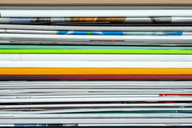 Fond de magazines empilés, brochures, carnets, catalogues - Photo