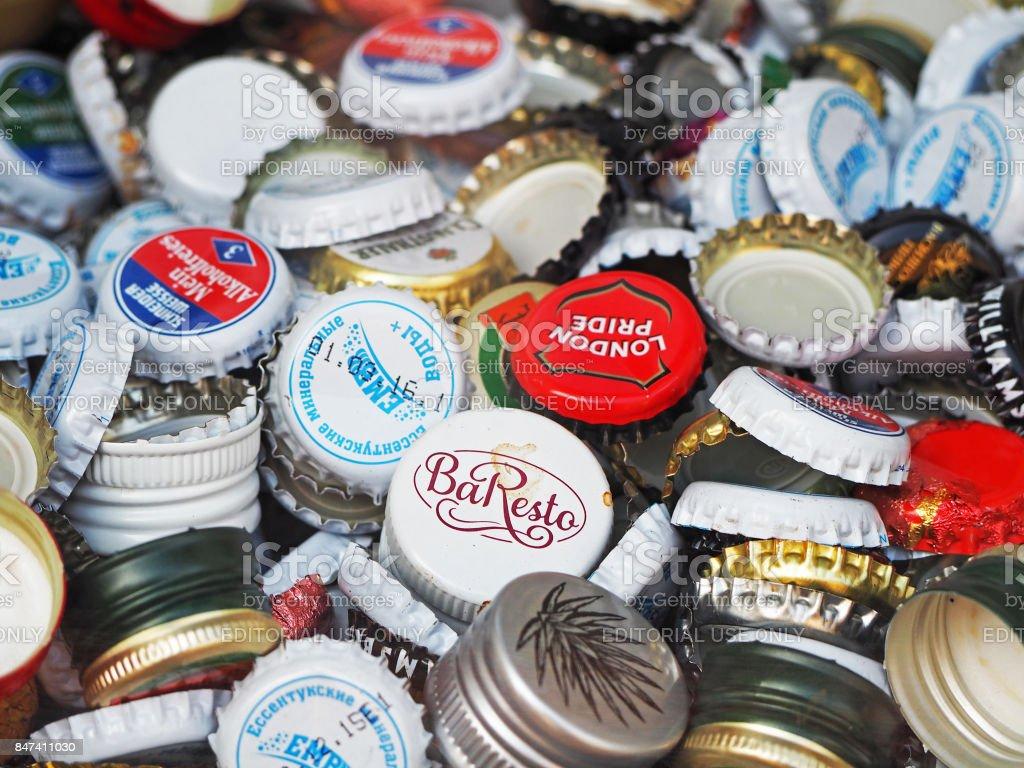 Hintergrund der Flasche Kappen Wasser, Wein und Bier, eine Mischung verschiedener Marken. – Foto