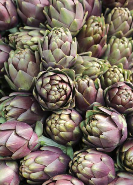 Fondo de alcachofas maduras muchas - foto de stock