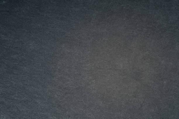 hintergrund aus metall mit sich wiederholenden patten nahaufnahme - grauer tisch stock-fotos und bilder