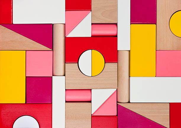 background of multicolor wooden children toy blocks - blok vorm stockfoto's en -beelden