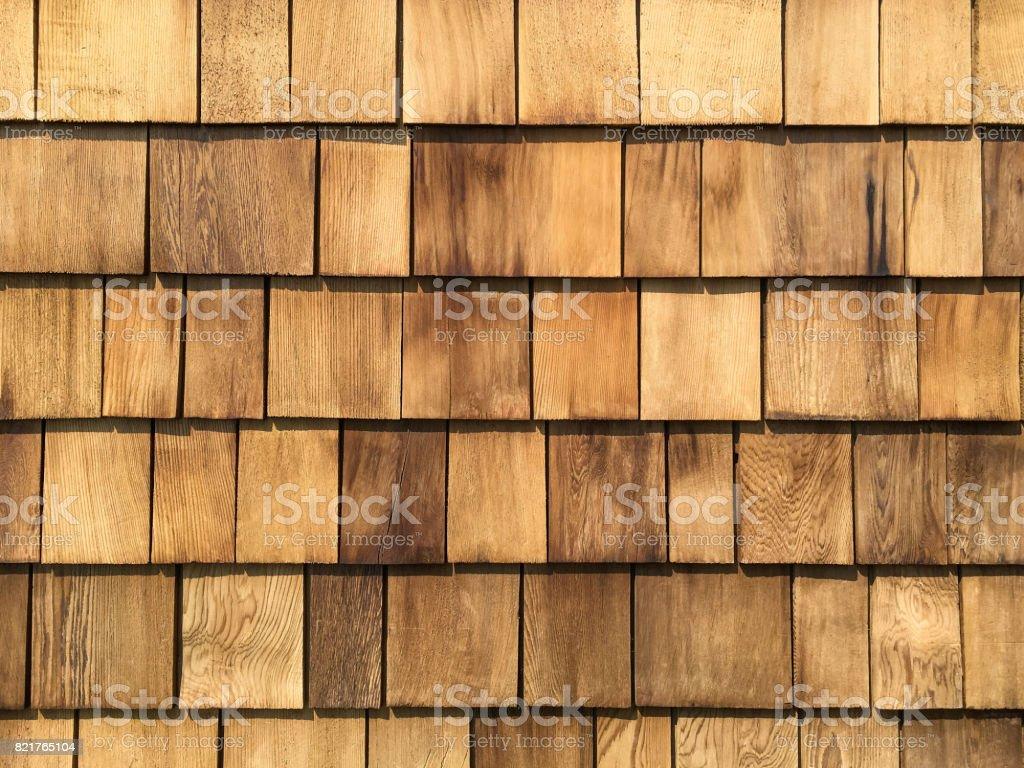 Un fond de toit nouvellement installé les bardeaux en bois de cèdre. - Photo