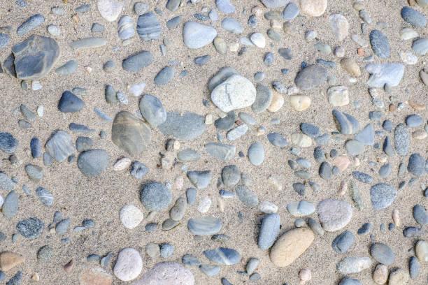 다른 돌과 모래 해변의 배경 스톡 사진
