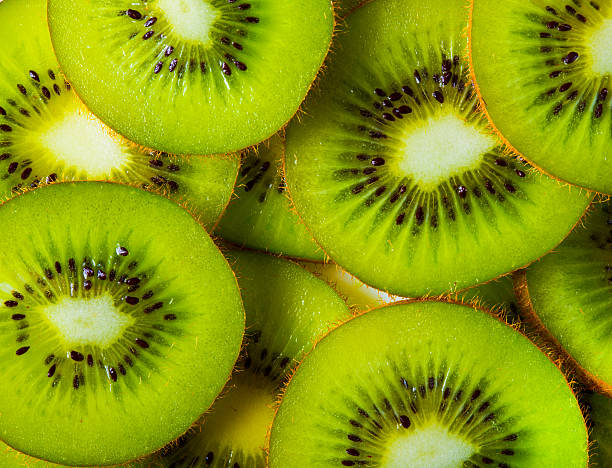 background of sliced kiwi layered - 奇異果 個照片及圖片檔