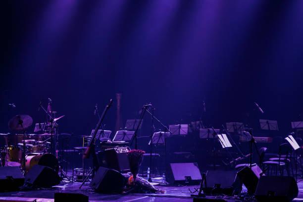 hintergrund der theaterbühne - philharmonie stock-fotos und bilder