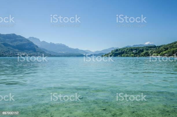https www istockphoto com de foto hintergrundfoto des lac d annecy haute savoie in frankreich gm697000152 129088439