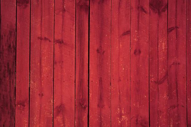 fundo vermelho edifício de madeira pintado celeiro - celeiros - fotografias e filmes do acervo