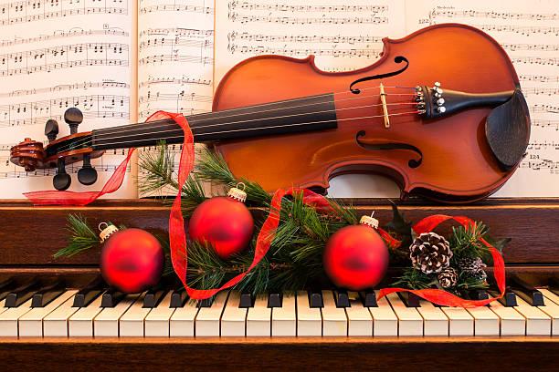 holiday-musik - weihnachtsprogramm stock-fotos und bilder