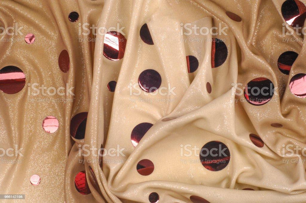 Textura de fondo, dibujo. Rosa espejo Pietz Lycra tela última pieza. 2-tira masa extensible del lycra del spandex. Fondo beige con lentejuelas de brillo espejo rosa grande. - Foto de stock de Abstracto libre de derechos