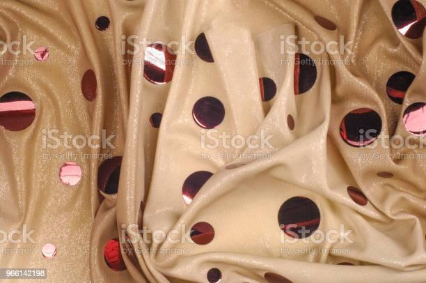 Texture Di Sfondo Disegno Specchio Rosa Pietz Lycra Tessuto Ultimo Pezzo Massa Di Trazione A 2 Strisce Di Lycra Spandex Sfondo Beige Con Grandi Paillettes Glitter A Specchio Rosa - Fotografie stock e altre immagini di Abbigliamento