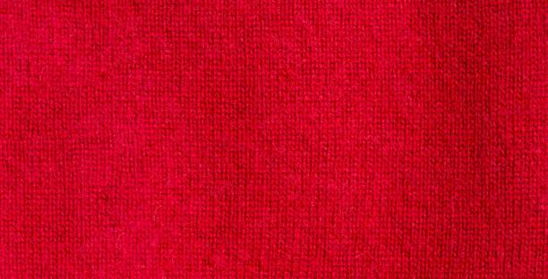 hintergrund textur aus rotem muster gestrickte stoff aus baumwolle oder wolle oder kashmer. - hausgemachte teppichreiniger stock-fotos und bilder