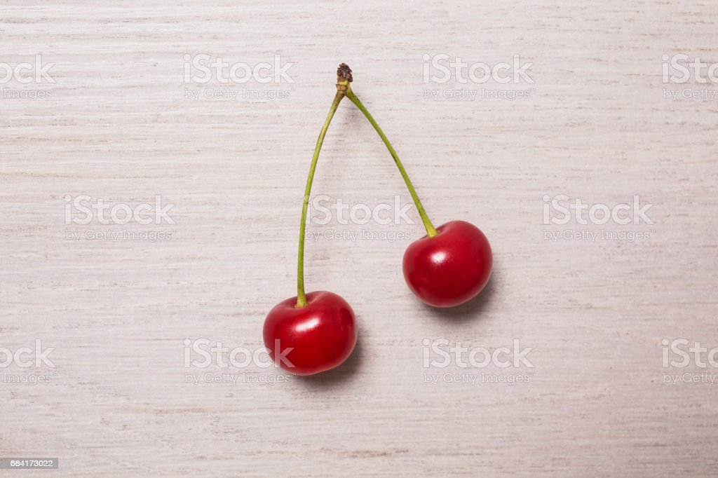 background, white, natural, nature, red, wooden, green, fresh, decoration, two, spring, flat, lay, bright, cherry, birthday, plant, berry, fruit, food, card, romantic, sweet, ripe, juicy, summer, decorative, day, gift, table, closeup, dessert, healthy, ho foto stock royalty-free