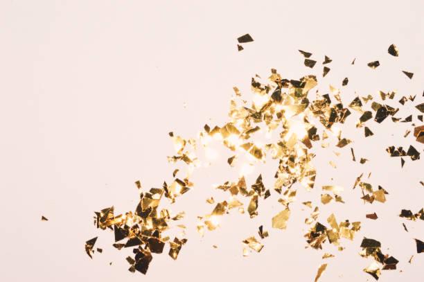 hintergrund mit goldglitter, folienstücke, hintergrund in vintage-farben - nageldesign weihnachten stock-fotos und bilder