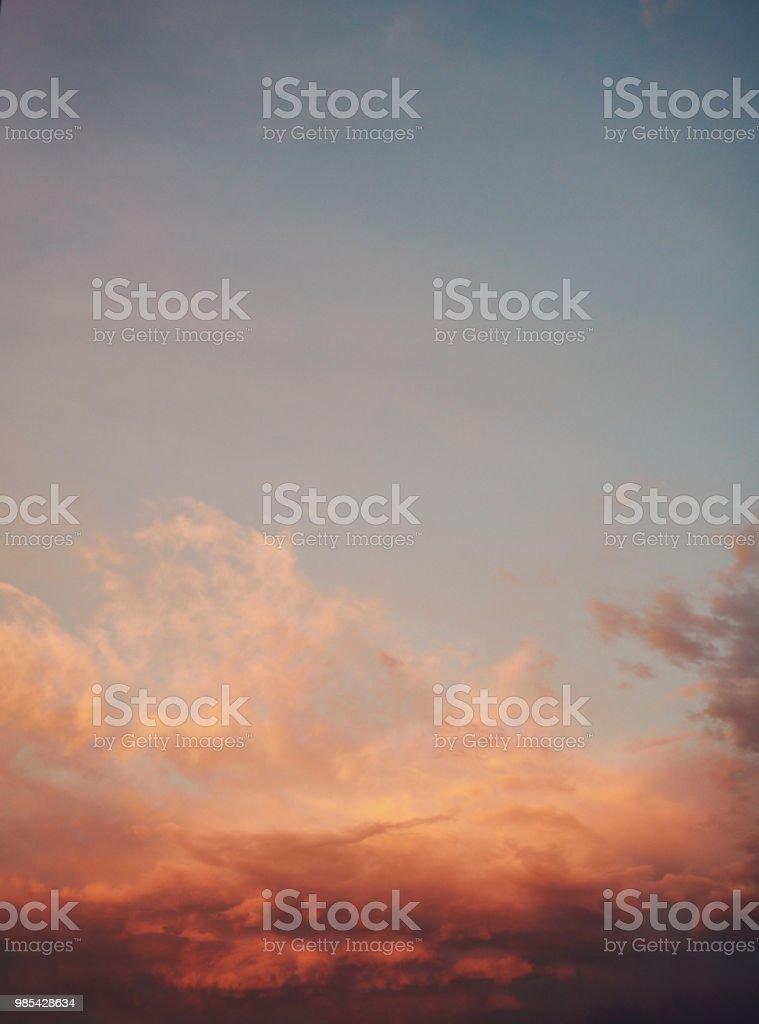 Hintergrund mit Aquarell Himmel mit Pastell Sonnenuntergang suchen – Foto