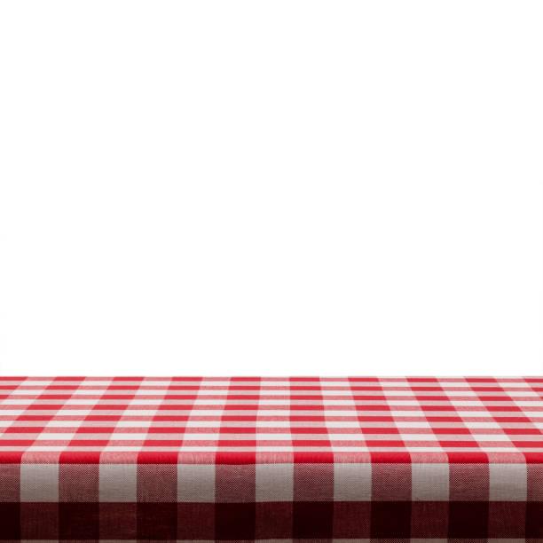 Hintergründe: Tisch gedeckt mit rot-weiß karierte Tischdecke vor weißem Hintergrund – Foto