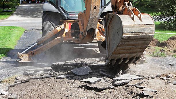 Backhoe Excavator Abbrechen alten Residential Auffahrt – Foto