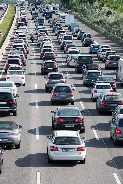 rétroéclairage du trafic confiture - embouteillage photos et images de collection