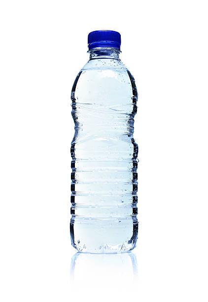 garrafa de plástico de água com iluminação de fundo. isolado no branco. - sports water bottle - fotografias e filmes do acervo