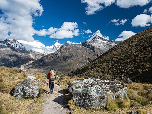Rucksacktourist in der Cordillera Blanca – Foto