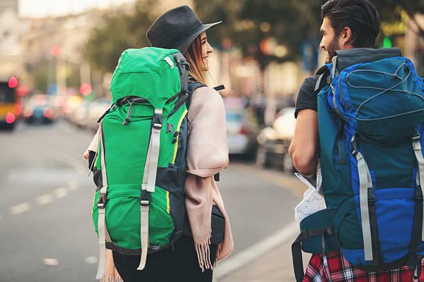 backpackers walking rear view - mochilero fotografías e imágenes de stock