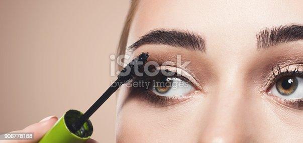 istock Backstage, fashion shooting, make-up 906778188