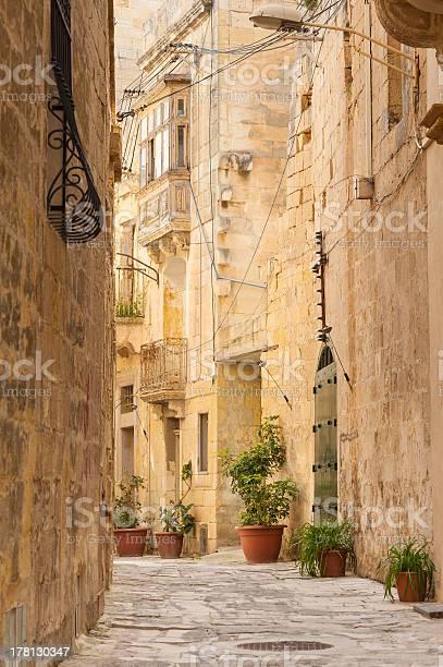 Backstreet alley in Birgu, Malta, Europe.