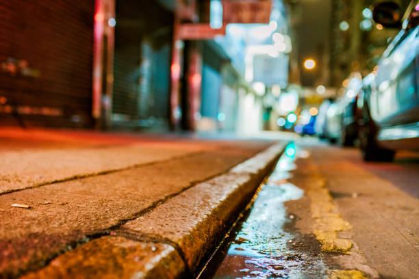 Backstreet Reflexion bei Nacht – Foto