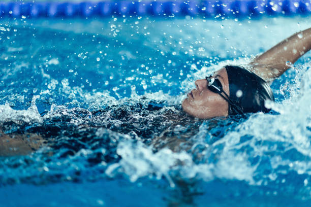 backstroke swimming professional - swimming stock pictures, royalty-free photos & images