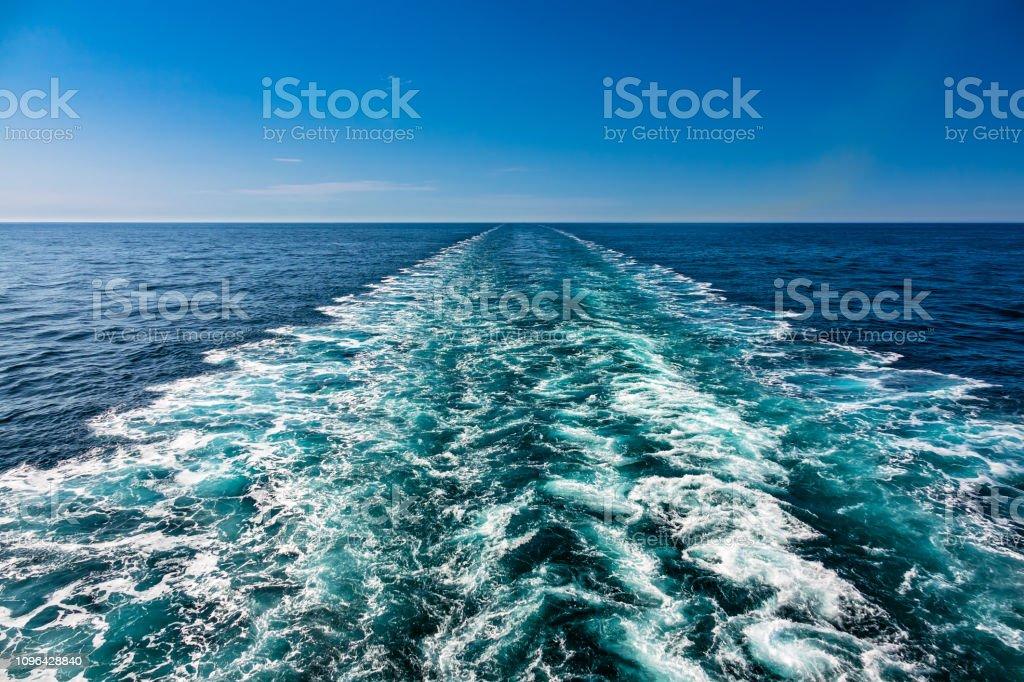 Rückstau von einem Schiff auf der Nordsee – Foto