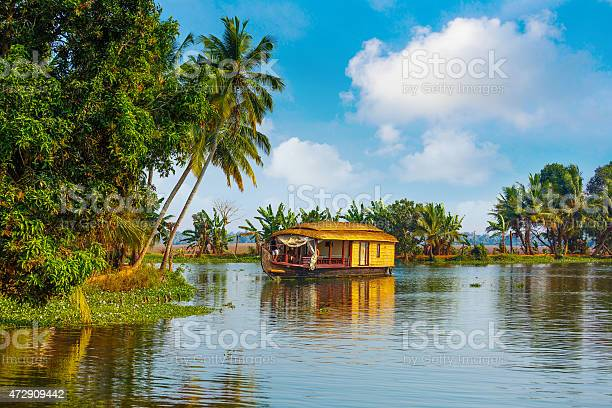 Backwaters of kerala picture id472909442?b=1&k=6&m=472909442&s=612x612&h=a qqnisabetfgqqrlqtw02ryunhk7f uu1lq8qwtdfy=