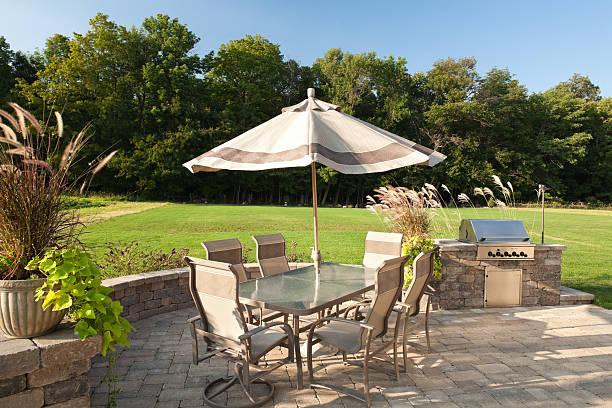 garten-barbecue mit tisch und einem grill. - sonnenschirm terrasse stock-fotos und bilder
