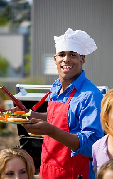 garten bbq cook - grillschürze stock-fotos und bilder