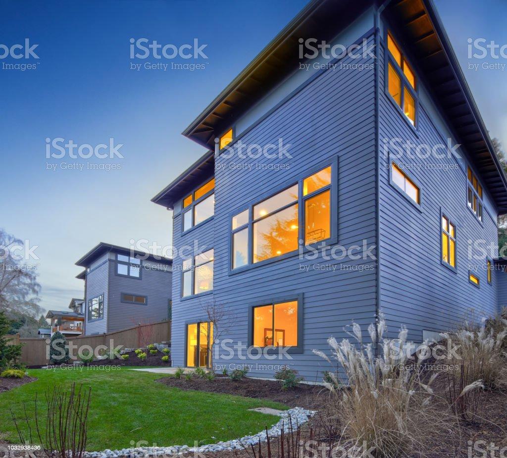 hermosos diseños de patio con jardín Patio Jardn Con Hermoso Paisaje Foto De Stock Y Ms Banco