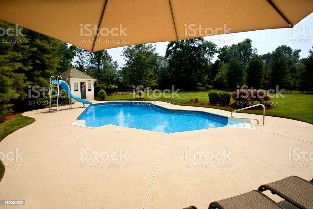 Hinterhofpool Sonnenliegen Pool Dach Stockfoto Und Mehr