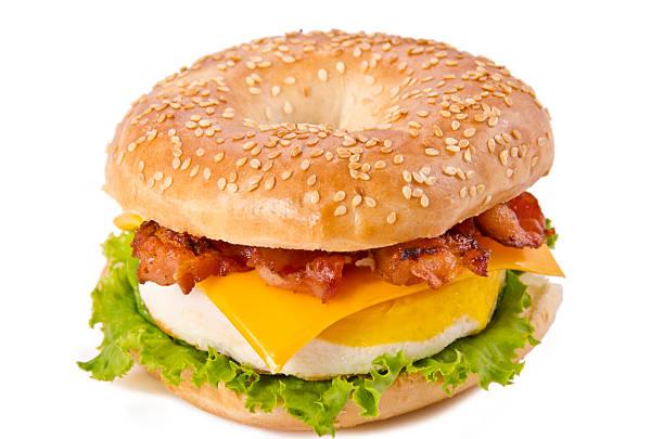 mit speck, ei und käse - ei sandwiches stock-fotos und bilder